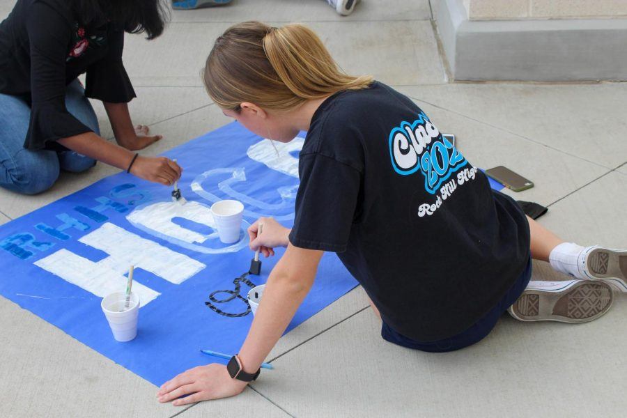 On Sunday, Oct. 17th, Rock Hill had their annual sign painting event in order to prepare for their upcoming Homecoming week. Students and family were invited to decorate the school and create posters for clubs/sports they're involved in.